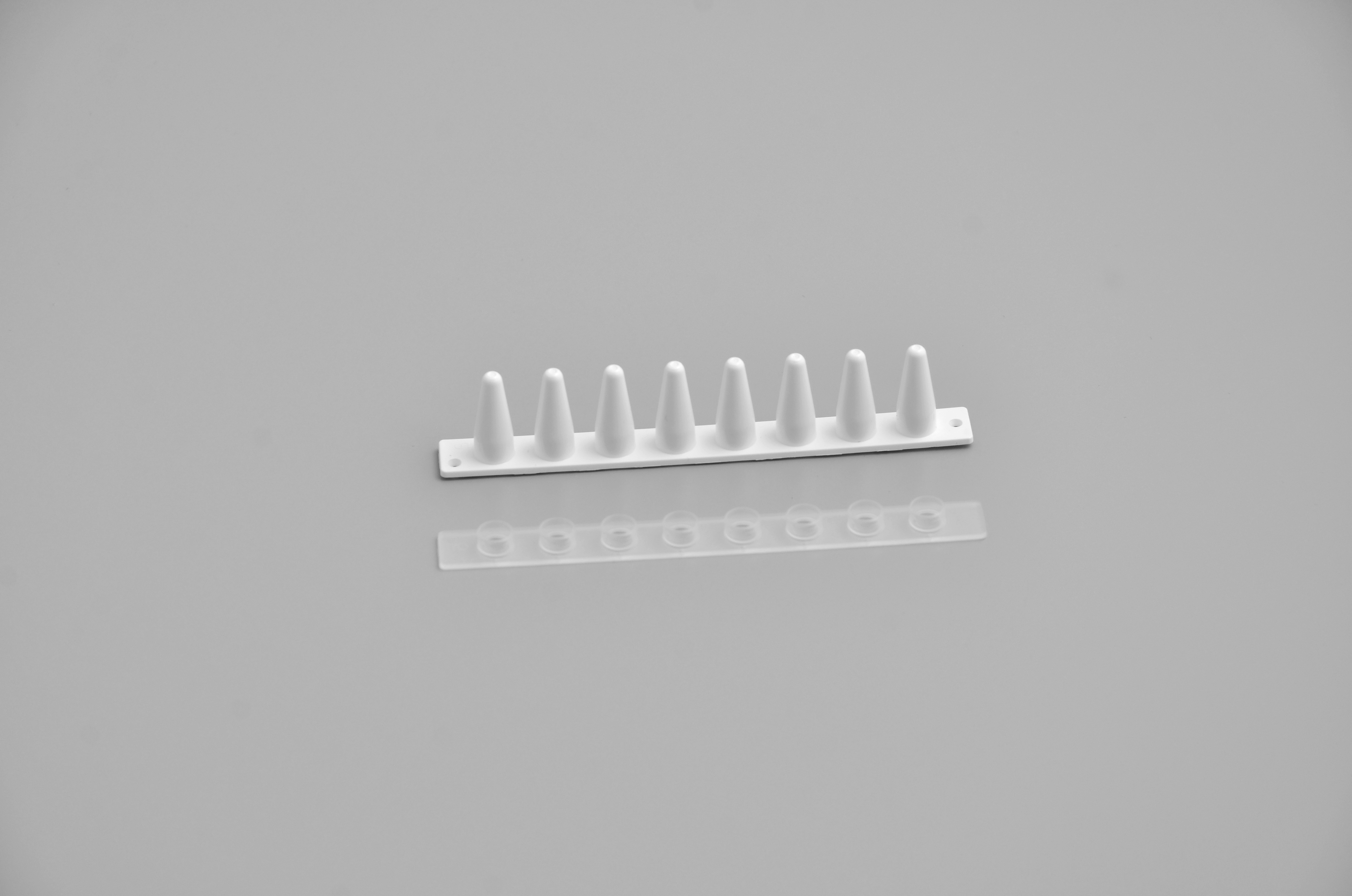 0.1ml white Optical 8-Tube Strip with Optically Clear Flat Caps, ideal for real-time PCR